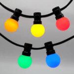prikkabel met gekleurde lampen